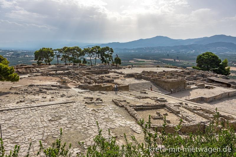 View over Phaistos to the Messara
